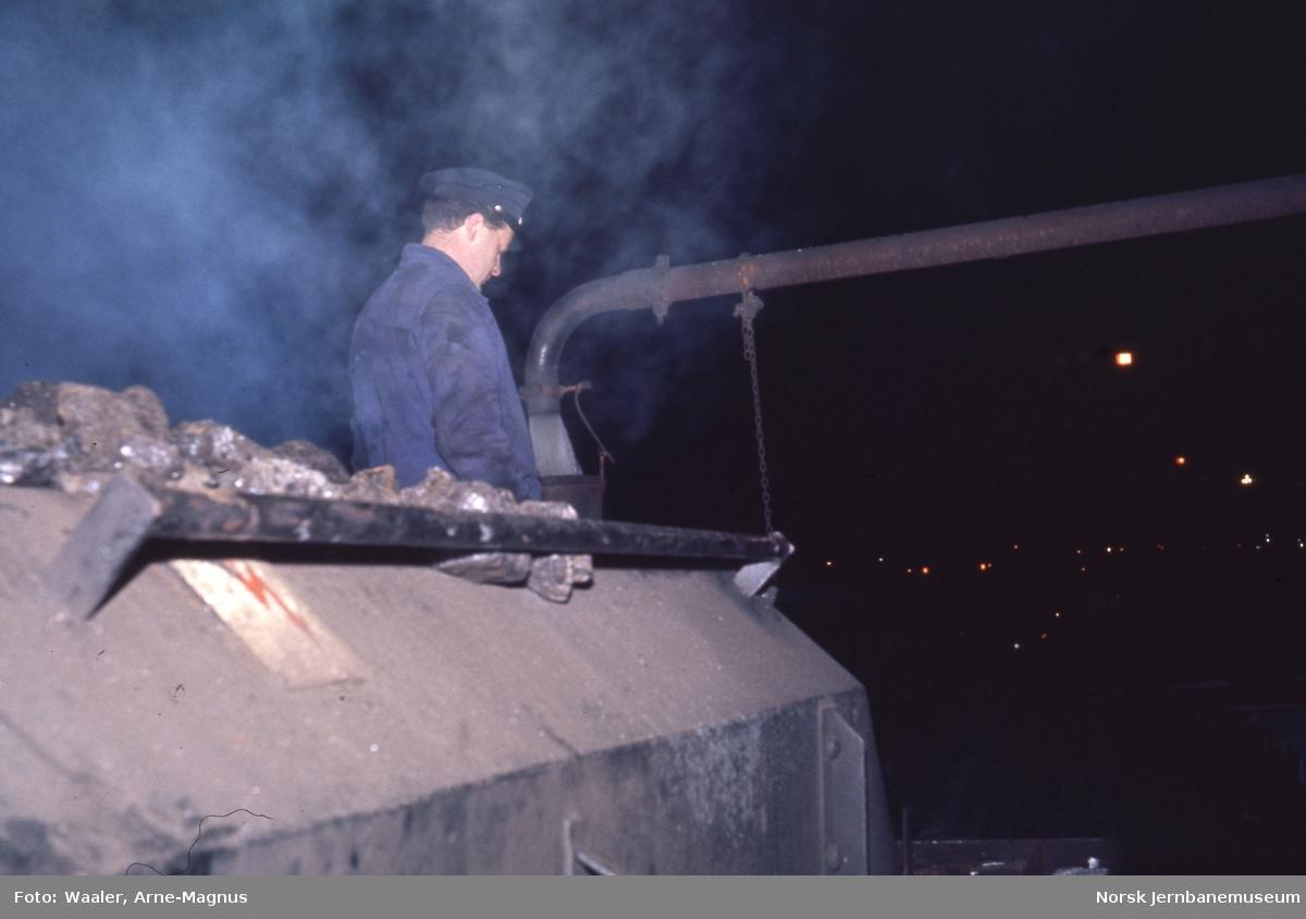 Damplokomotiv type 30a nr. 271 - vannfylling