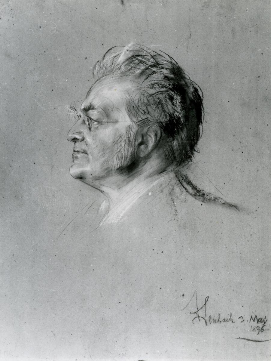 Portrett av en eldre mann, mot venstre.