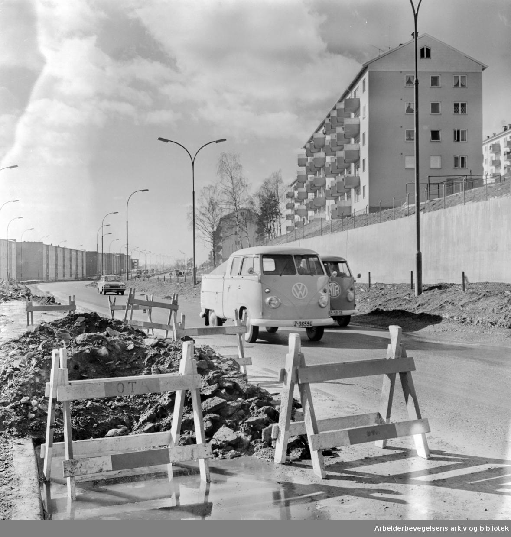 Trondhjemsveien. Aschehaugsvingen ovenfor Veitvet. Mars 1963