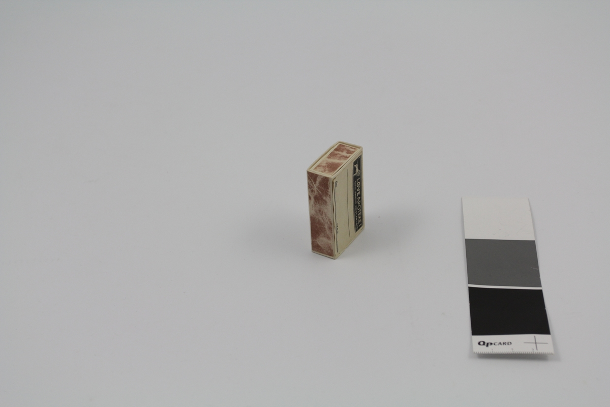 Rektangulær pilleeske med skyvelokk. Brukt til piller og dosert pulver på apotek.