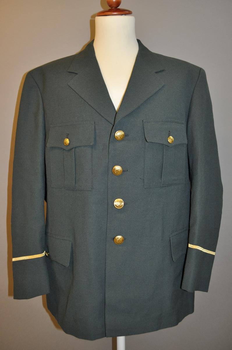 Grønn herreuniform som består av jakke og bukse. Bukse størrelse L