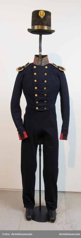 Grupp C: I. Frack, g.o. 14/9 1822, med korprals och ordningsmans . distinktion (primaries) på kragen.