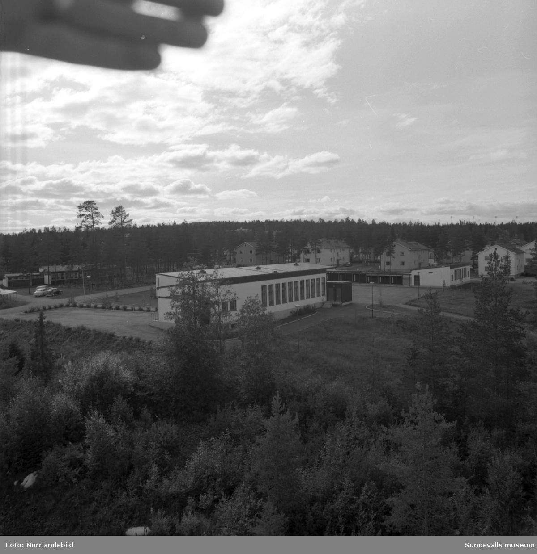 Exteriörilder på olika byggnader vid Hagaskolan.