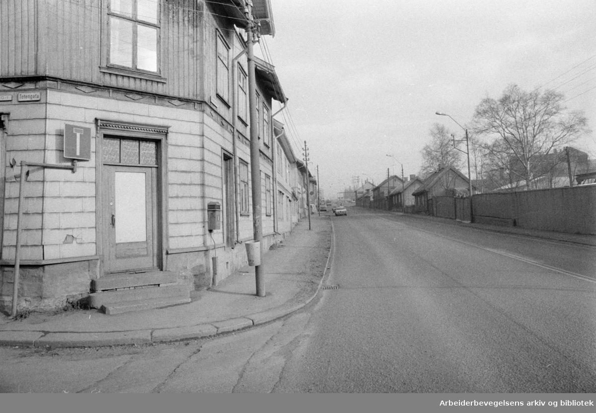 Vålerenga. Strømsveien. Mars 1975