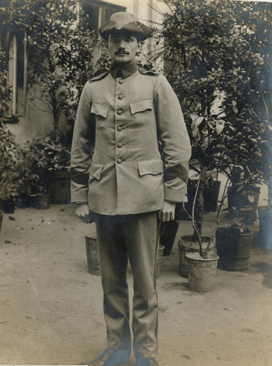 Porträtt av soldat i unifor m/1910.