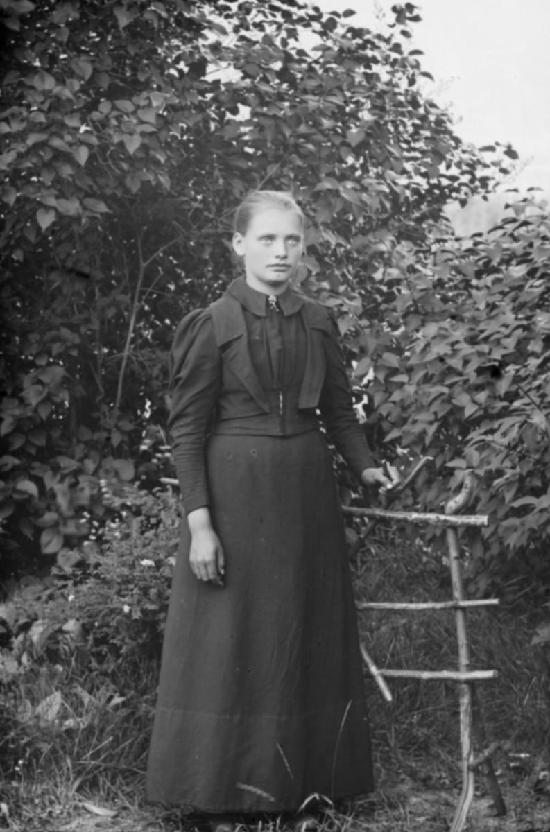 Portrett, helfigur, Hilda Andersen