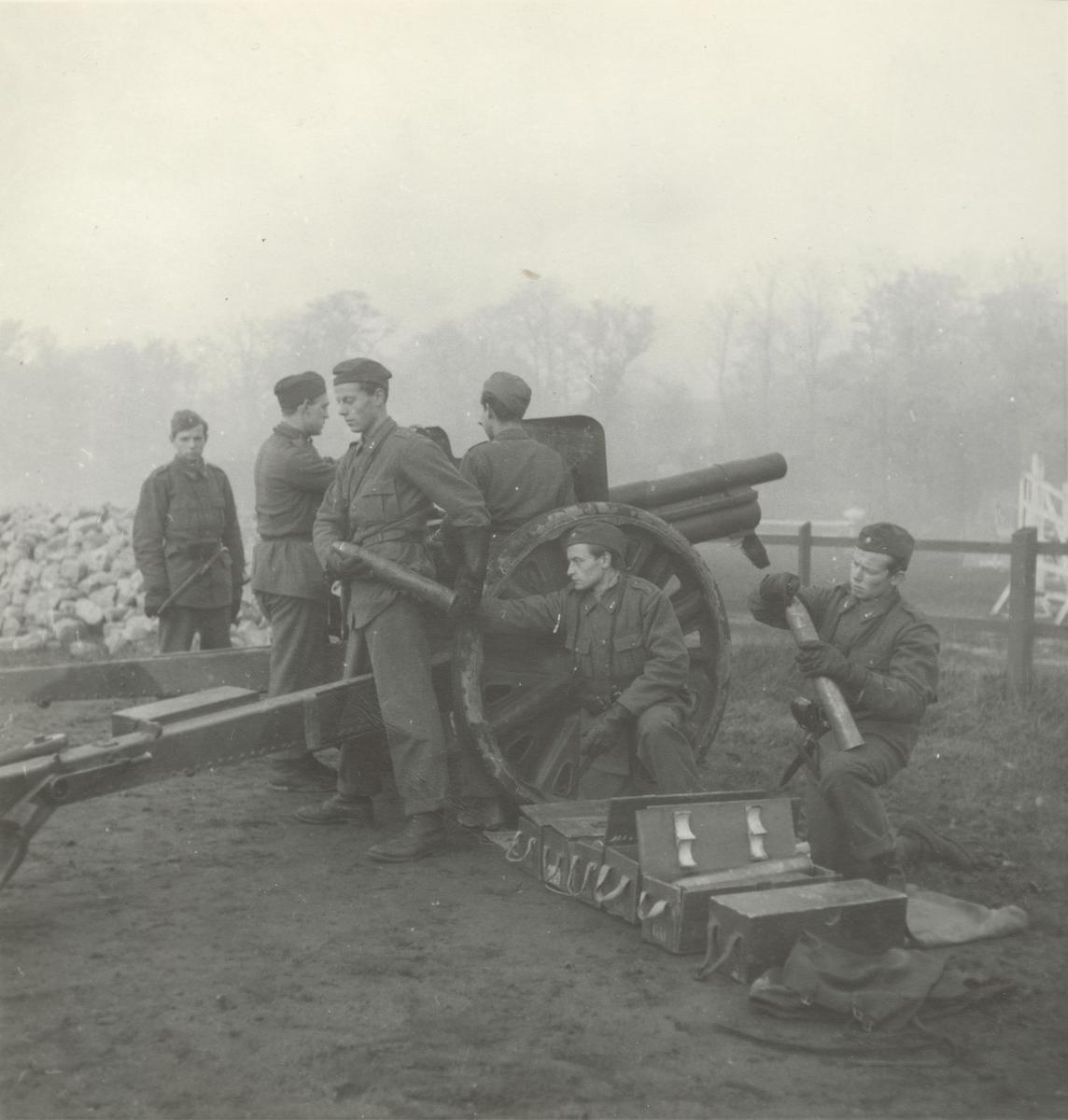 Pjäsexercis med 7,5 cm kanon m/1902-33, Svea artilleriregemente A 1, våren 1947.