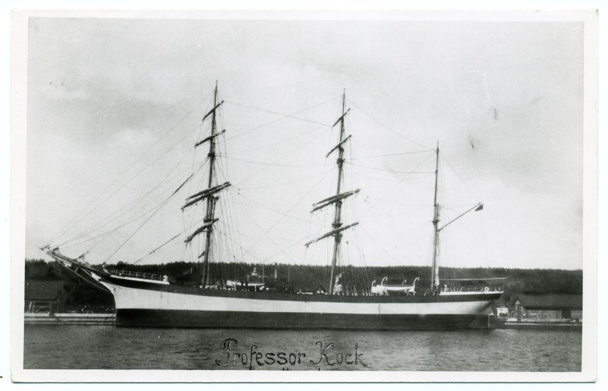 Tremastade barken Professor Koch ägdes av Gustaf Erikson 1916-1923.