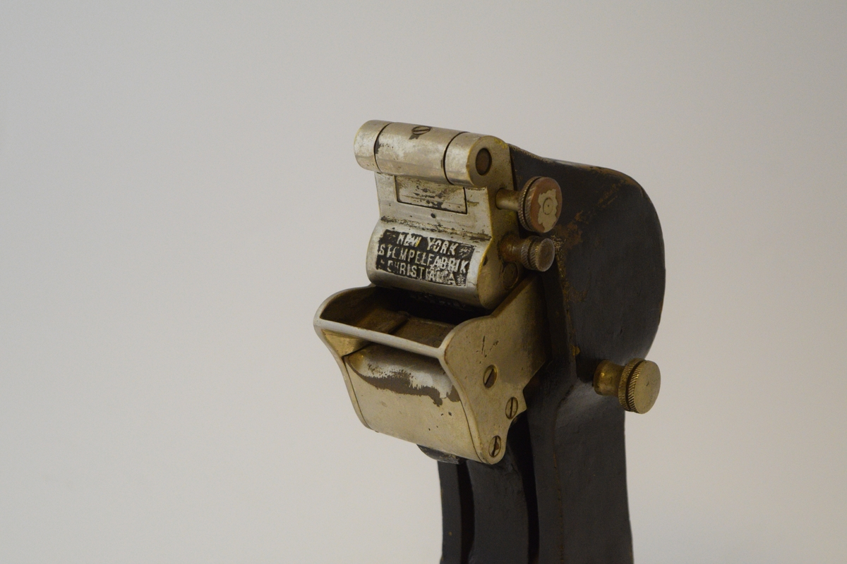 Billettpresse til bruk på Edmonsonske billettsystem.