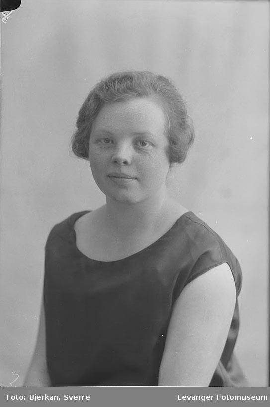 Portrett¨av Margot Ørslie