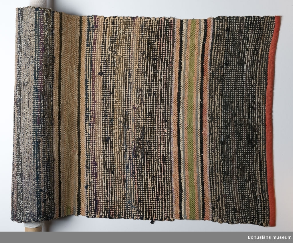 Se UM021223:001  Litteratur: Kerstin Ankert/Ingrid Frankow: Den svenska trasmattan, en kulturhistoria, Prisma 2003.