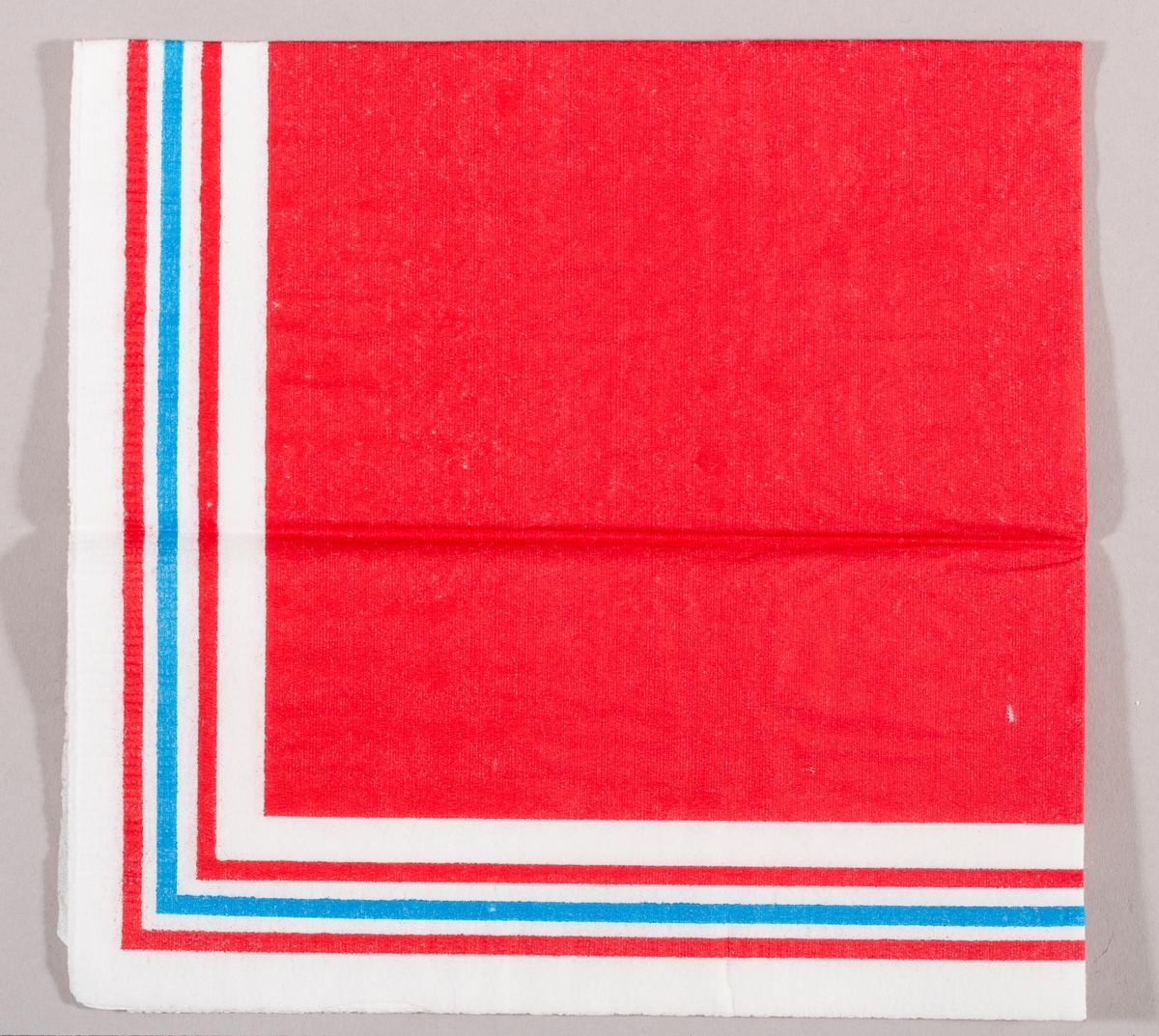 En rød firkant med en kant med fargene rødt, hvitt og blått.