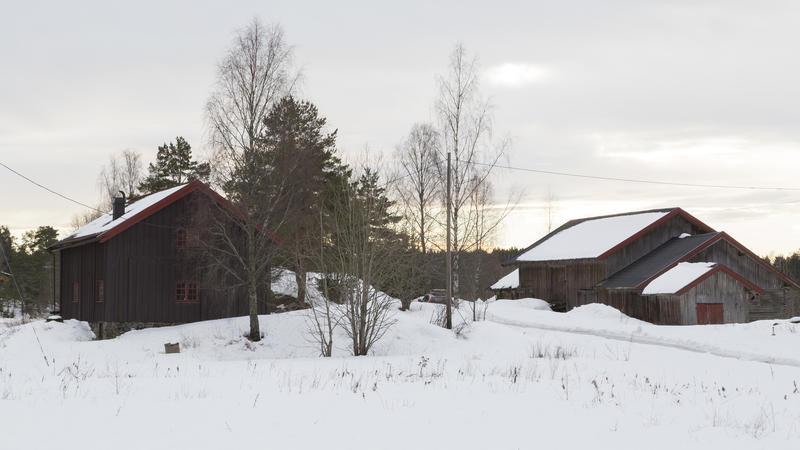 Svalgangsbygningen og driftsbygningen på Taraldrud februar 2018. Foto: Thore Bakk, Follo museum/MiA