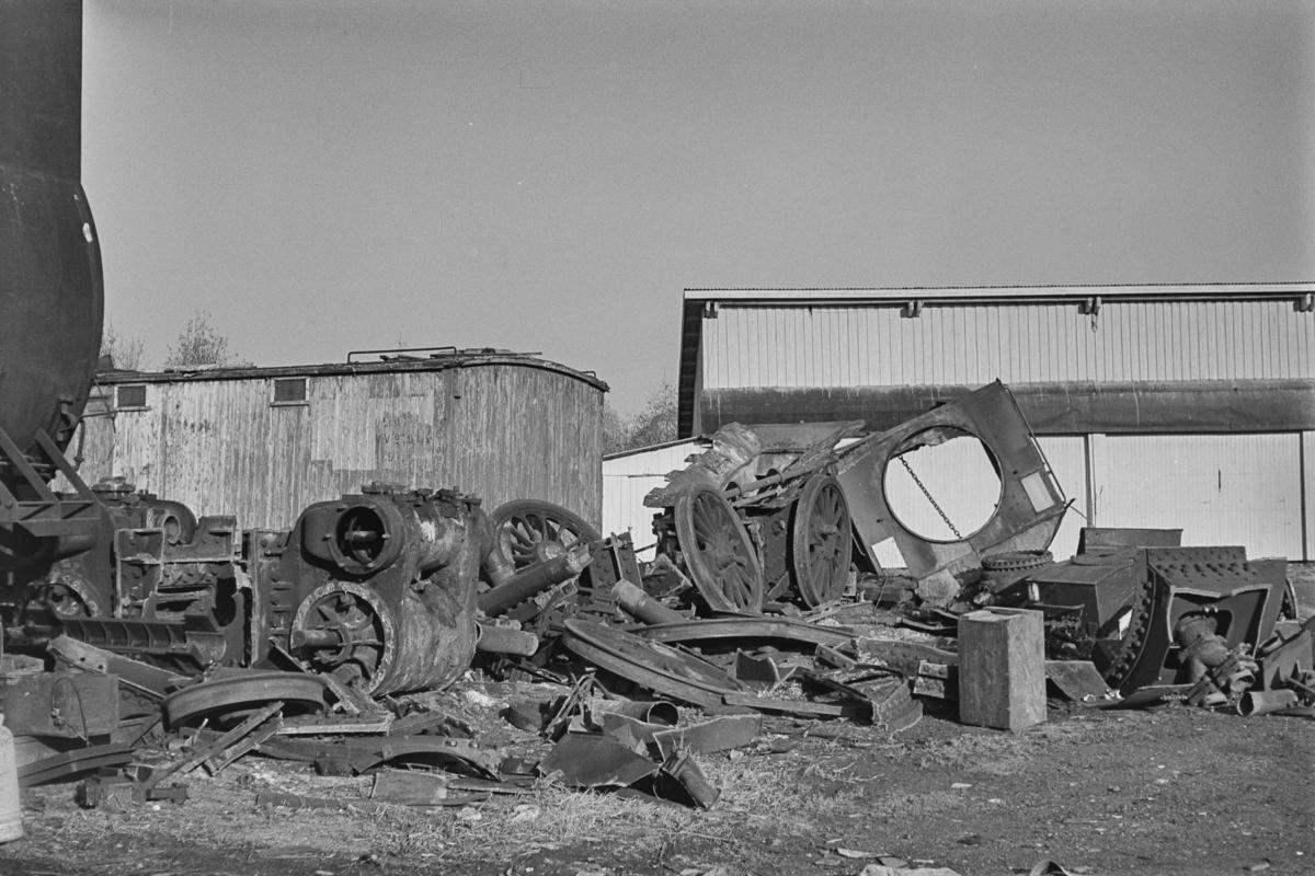 Restene av et opphugget damplokomotiv type 63a nr. 6412.