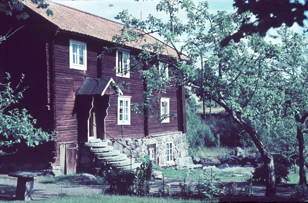 Ett äldre timmerhus i Gavlehyttan, Gästrikland.