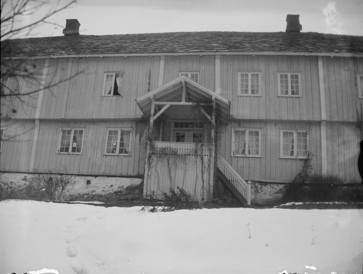 Øyer prestegård, verandaen på vestsiden av våningshuset