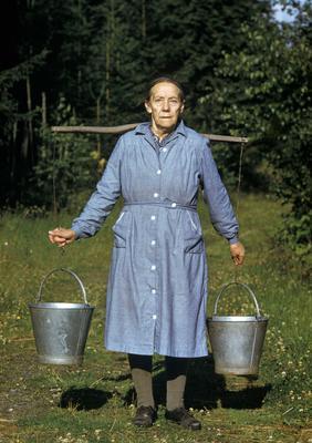 Husmannskona Julie Mathiasdatter, Ringsaker, ca. 1955.