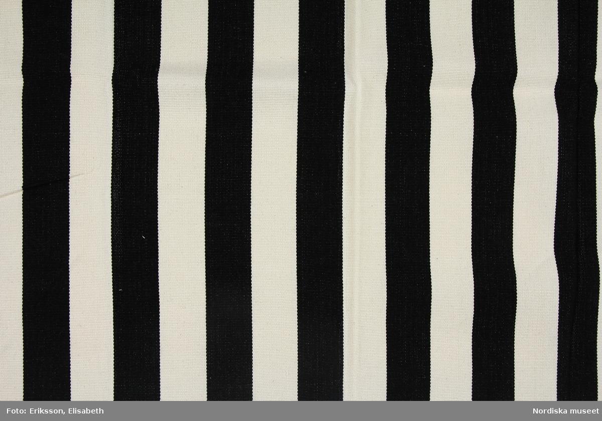 Mönster Blanca, svarta och vita ränder vardera 5,5 cm breda.