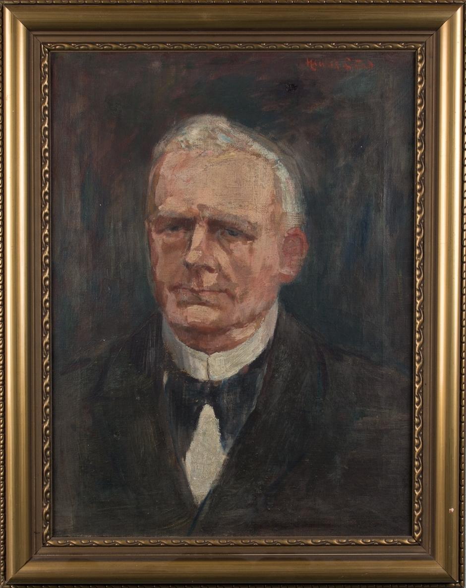 Brystportrett av skipsreder Peter Gabriel Halvorsen. Venstreprofil. Han er iført sort jakke og hvit skjorte.