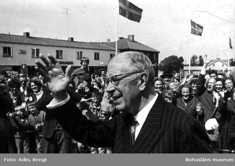 Kungainvigningen 16 juni 1964.  Fotograf Bengt Adin, Göteborg. Regi Hans Håkansson. Kung Gustaf VI Adolf och publik.