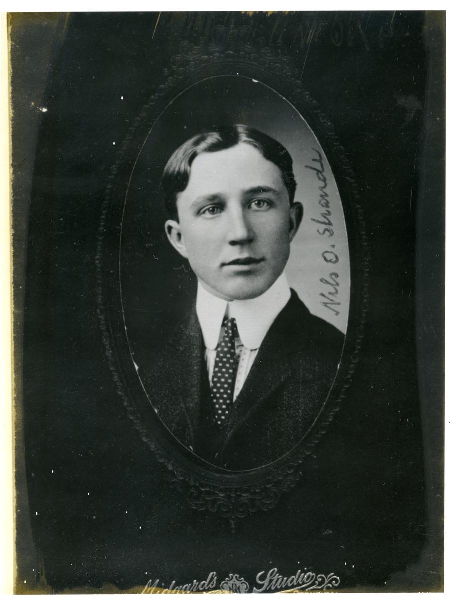 Nils O. Strande.