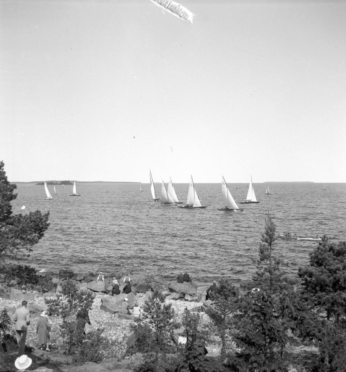 Furuskär  Furuviksparken invigdes pingstdagen 1936.  Segelbåtstävling