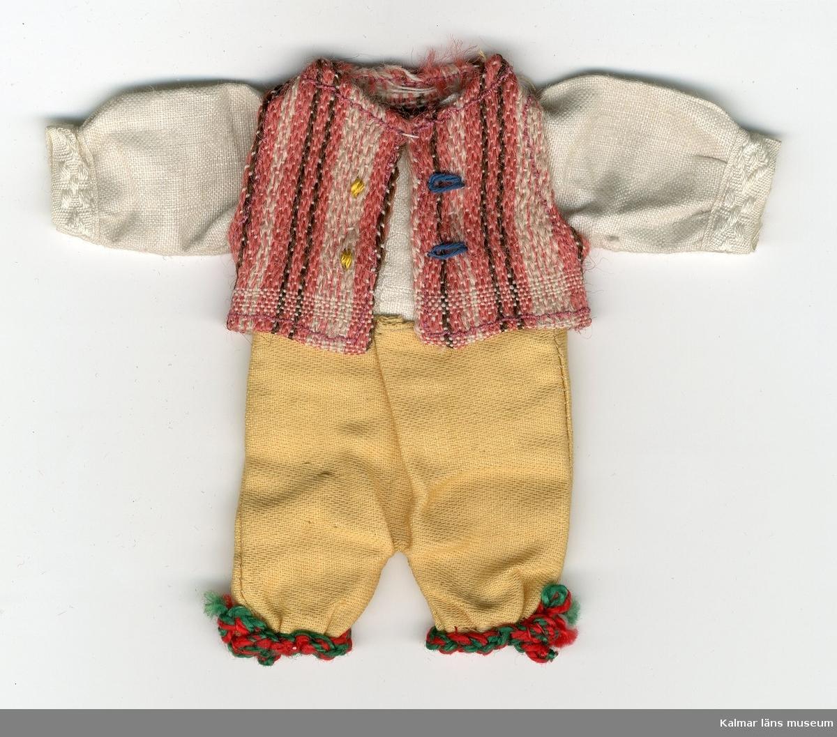 KLM 28082:25. Dockdräkt, herr, av textil, bomull, ylle och linne. Dräkten består av byxa, väst och skjorta. Nationaldräkt från: Östra Härad, Jönköping, Småland.