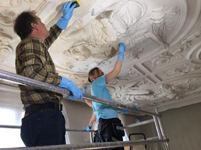 Rensing av tak i Bybygg. Foto/Photo