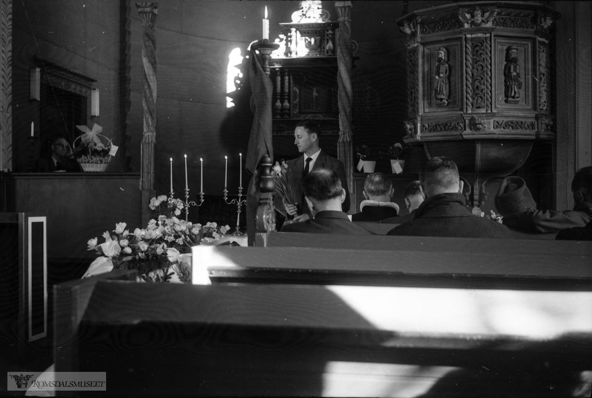 """""""februar-mars-april 1963"""" .Fra begravelsen til Sverre Jakobsen Medalen f.1898 d.1963. Sverre arbeidet som stiger ved Rødsand Gruber i perioden 1936-1954, men var opprinnelig fra Kongsberg. Han kom flyttende først i 1936 og familien kom etter våren 1937. Familien var bosatt i leid husvære i Oppigarden på Raudsand."""