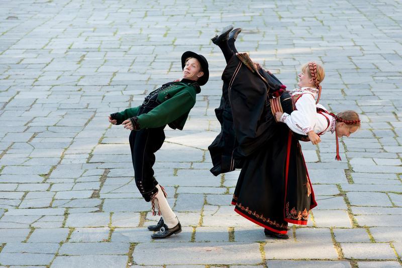 God stemning med folkedans. Foto: Morten Brun.