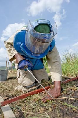 Figur_8_sudan_female_deminer.jpg