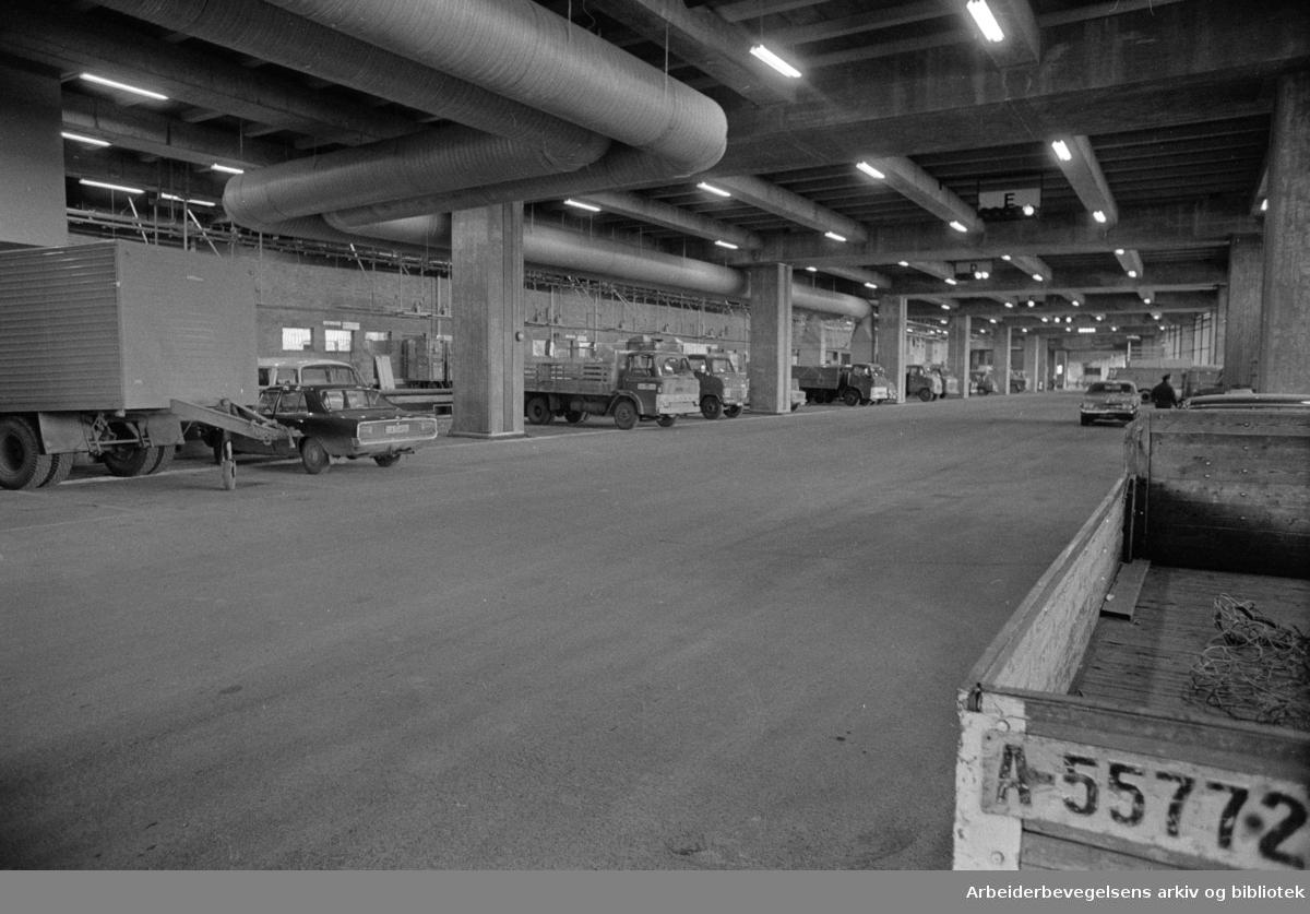 Postgirobygget . Transportavdelingen. Den nye terminalen. Mars 1976