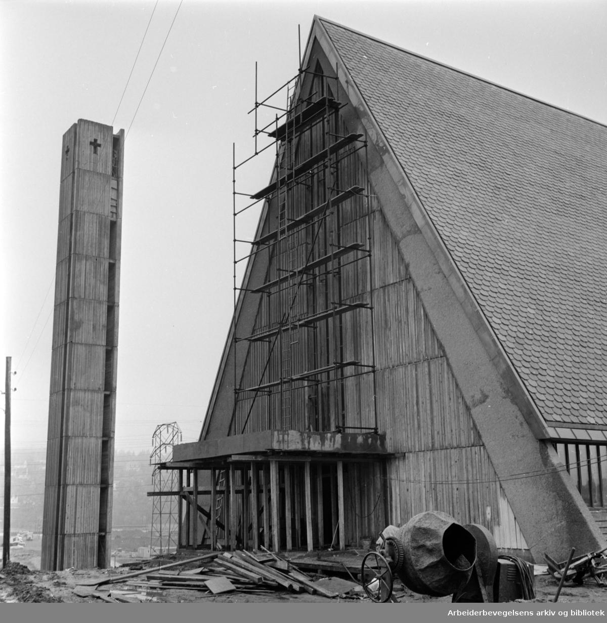 Manglerud kirke. Eksteriør. Oktober 1963