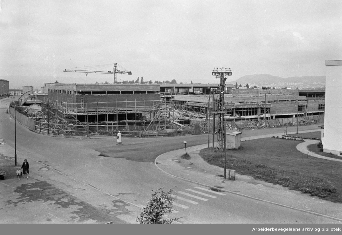Manglerud butikksenter under bygging. Juli 1965
