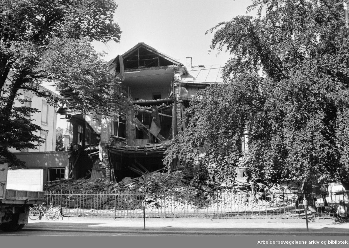 Lærergutthjemmet: Pilestredet 34 rives. Juli 1976