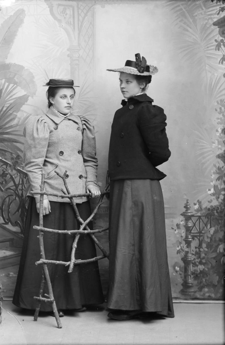 Portrett av Sørine Wadahl til venstre og Eline Skogen til høyre.