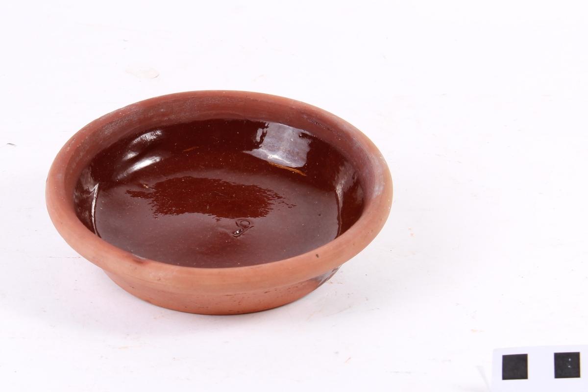 underskål til gartnerpotte brunglasert innvendig