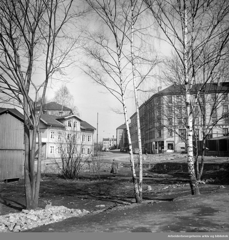 Kjølbergs Plass. Parkanlegg i kjølberggata. 1950