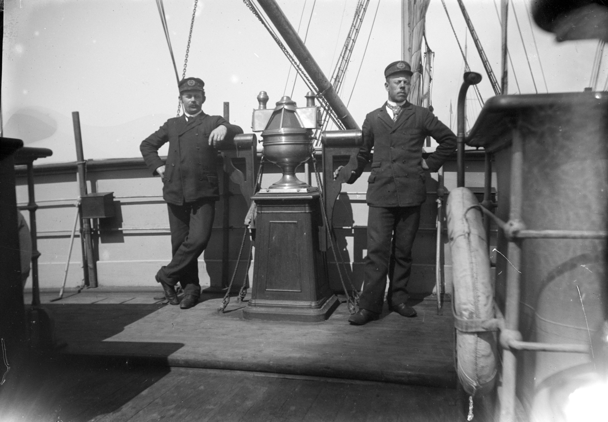 D/S Pollux, frakteskip, mannskap, uniformer, ukjente,