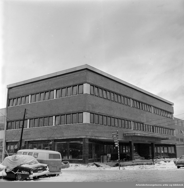 Gladengveien 3. Selmer & Röhnes nye Taunusverksted..Januar 1965