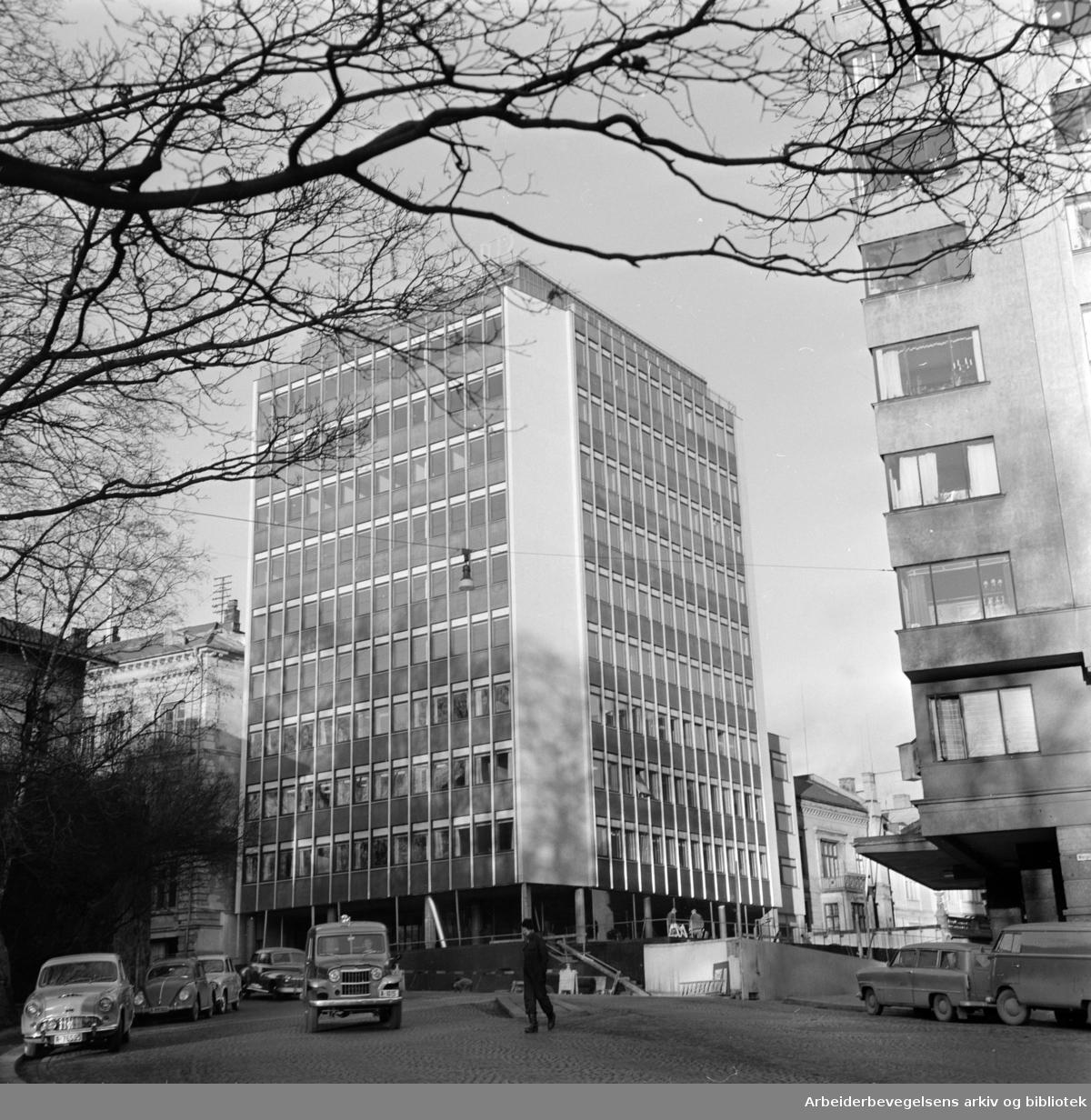 Dovre forsikringsselskap i Wergelandsveien. Desember 1958
