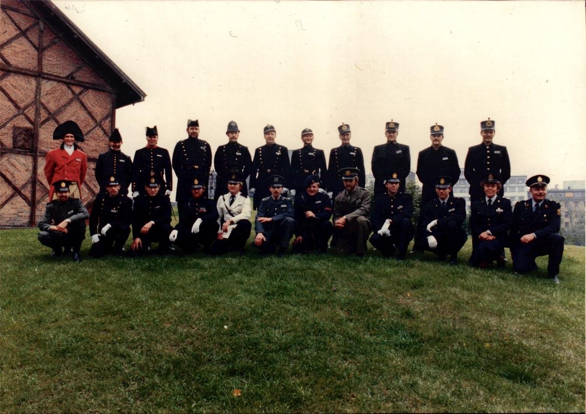 Deltakerne i uniformskavalkaden fotografert på Akershus festning