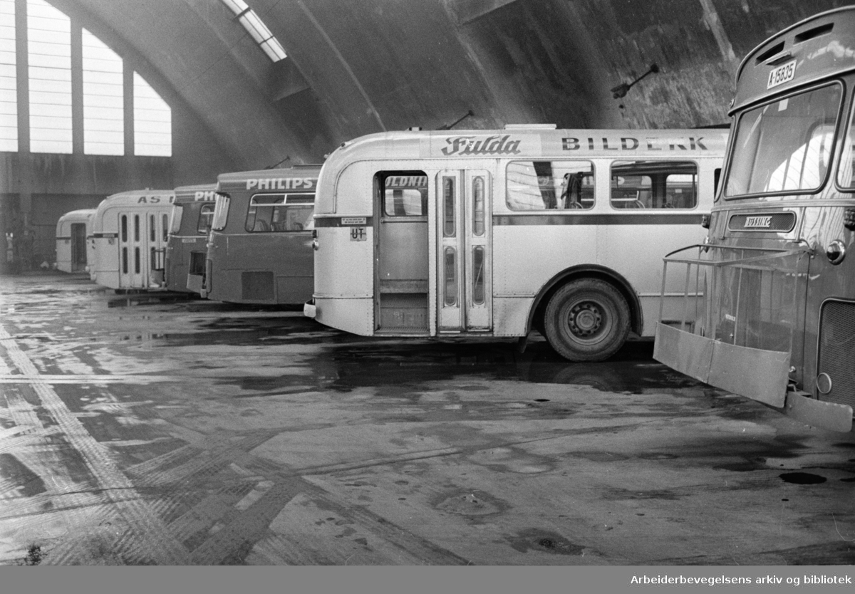 Bjølsen. Buss-stallen. Interiør. Februar 1970