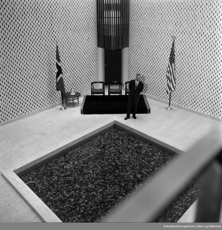 Amerikanske ambasade. Innvielsen. Interiører. Juni 1959