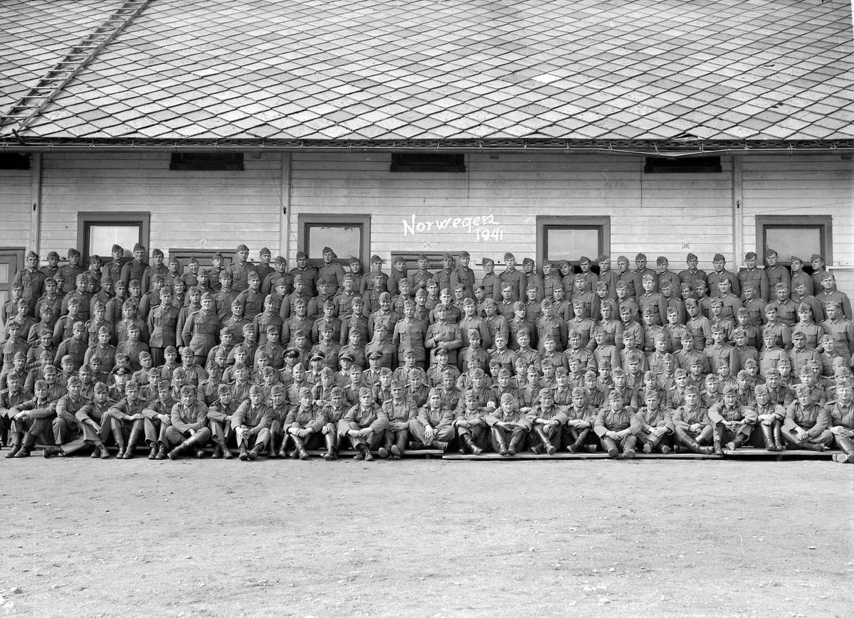 Tyske soldater og offiserer på Hysnes fort