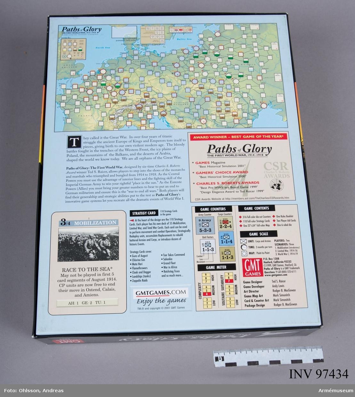 Spelet består av en utvikningsbar spelplan som föreställer en karta över Europa, en tärning, 2 inplastade buntar med spelkort med röd respektive grå framsida, 2 ark med sammanlagt cirka 300 löstagbara fyrkantiga spelmarkeringar i blandade färger av papp, samt ett häfte och några lösa blad med spelinstruktioner, diagram och tabeller.