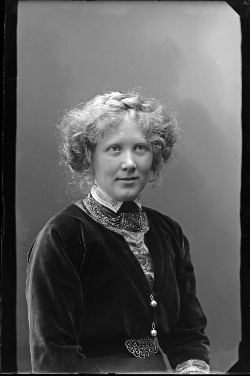 Hökerberg, Greta, född 1883.