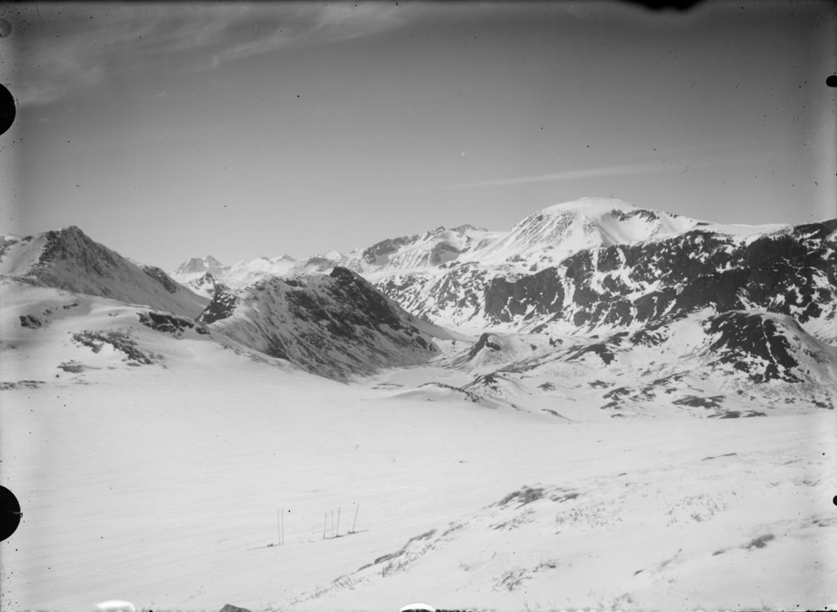 Jotunheimen, vinterlandskap, utsikt fra Brurskaret mot Besshøe
