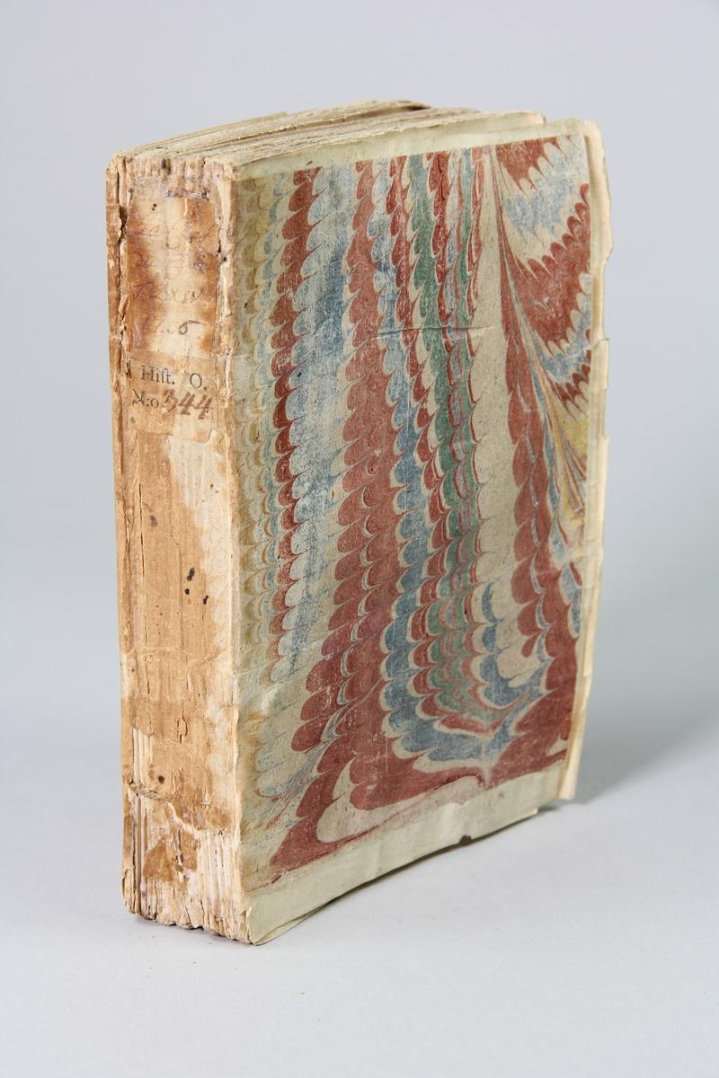 """Bok, pappband """"La clef du cabinet des princes de  l´Europe"""", del 64, tryckt i Luxemburg 1736. Marmorerat band med blekt och skadad rygg, påklistrade pappersetiketter med titel och volymens nummer.  Med skurna snitt."""