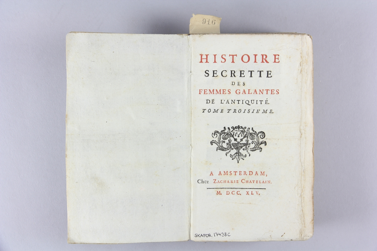 "Bok, pappband, ""Histoire secrette des femmes galantes  de l´antiquité"", del 3. Band av gråblått papper, oskuret snitt."
